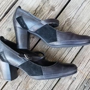 Clarks Mary Janes black leather heels 9